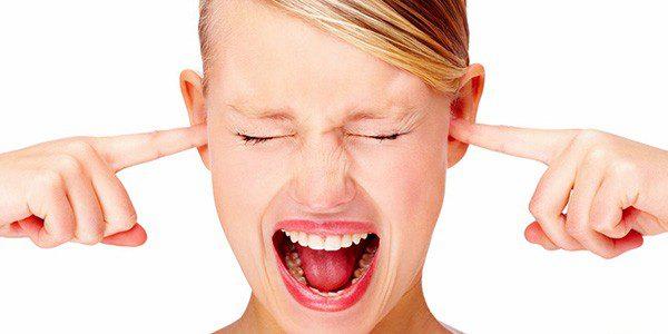 Закрыть уши от громкого звука