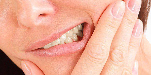 Болят десна и зубы
